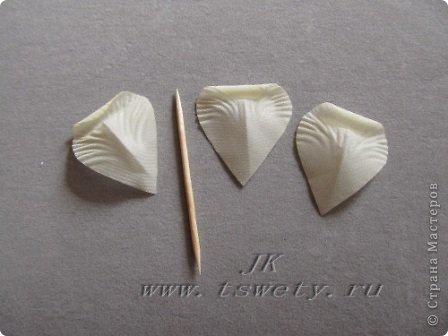 Мастер-класс цветы из ткани.   Белая роза без специальных инструментов.  Гофрированная. фото 27