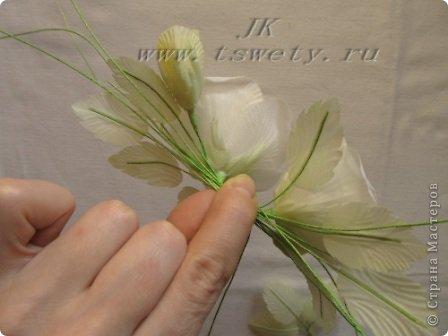 Мастер-класс цветы из ткани.   Белая роза без специальных инструментов.  Гофрированная. фото 32