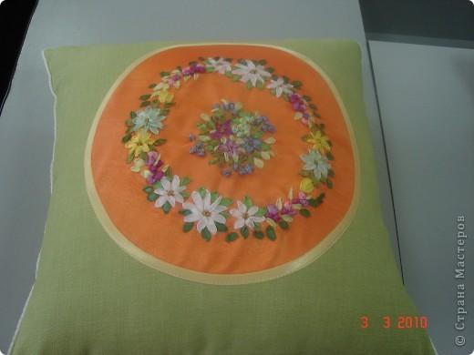 Комплект декоративных подушек, вышитых атласными лентами на атласе, чехол на молнии. фото 4