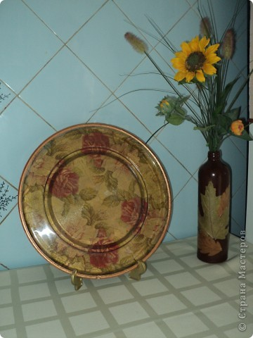 Декупаж стеклянной  тарелки фото 1
