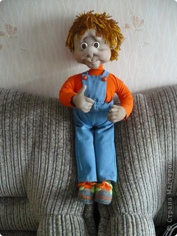 Попробовала сделать куклу на каркасе.   Почему-то захотелось назвать его Парамон (сама не знаю почему). Рост 80 см. Ручки немного кривенькие, но он такой милый. Один из немногих, который живет дома. фото 1