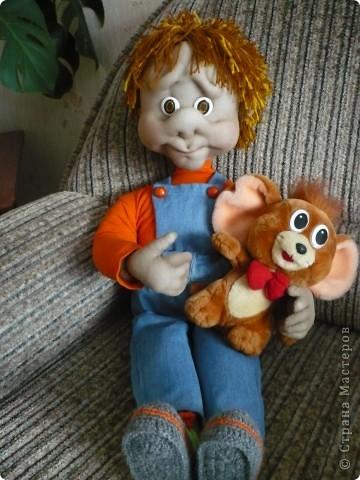 Попробовала сделать куклу на каркасе.   Почему-то захотелось назвать его Парамон (сама не знаю почему). Рост 80 см. Ручки немного кривенькие, но он такой милый. Один из немногих, который живет дома. фото 3