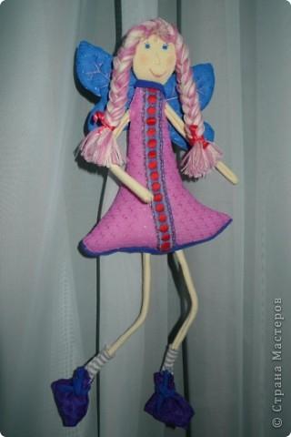"""Увидела МК и не смогла пройти мимо)))) Вот такая замечательная феечка получилась! Вообще давно уже заглядываюсь на тильдочек, но все как-то не складывается.......страшновато почему-то))) А эта кукла как-то сразу вдохновила и я уже не смогла остановиться))) Надеюсь и до тильдочек скоро """"дорасту"""")  фото 2"""