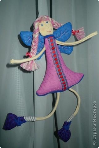 """Увидела МК и не смогла пройти мимо)))) Вот такая замечательная феечка получилась! Вообще давно уже заглядываюсь на тильдочек, но все как-то не складывается.......страшновато почему-то))) А эта кукла как-то сразу вдохновила и я уже не смогла остановиться))) Надеюсь и до тильдочек скоро """"дорасту"""")  фото 4"""