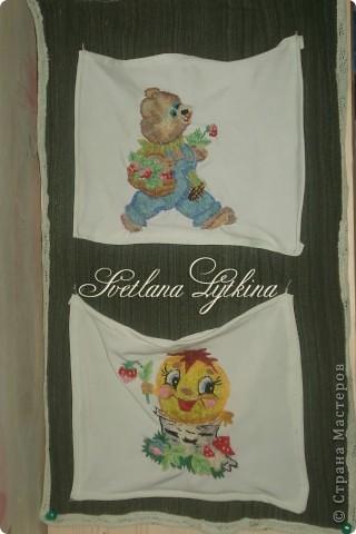 Чтобы хранить тюбики с детским кремом пришлось сшить такие вот карманчики, а чтобы веселее было в детской вышила на них мишку и колобка