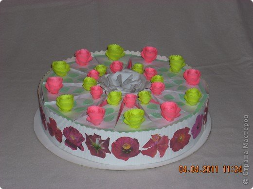 Торт в упаковке. Торт для подруги три в одном: подарок-сюрприз-пожелания. Спасибо всем за идеи таких тортов. Они меня вдохновили на такой подвиг. Гости и сама именинница до сих пор ведут разговоры об этом торте. фото 2