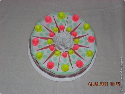 Торт в упаковке. Торт для подруги три в одном: подарок-сюрприз-пожелания. Спасибо всем за идеи таких тортов. Они меня вдохновили на такой подвиг. Гости и сама именинница до сих пор ведут разговоры об этом торте. фото 3