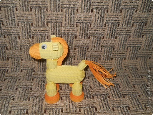 Это лошадка из гофрокартона фото 2