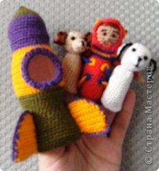 Вот такие пальчиковые игрушки связала я к юбилею запуска первого космонавта в космическое пространство! фото 1