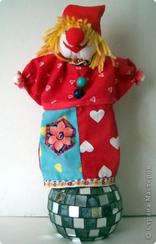 Жил на арене рыжий клоун, Как будто счастьем нарисован! Улыбкой, красками одежды Дарил он радугу надежды: И детворе, и людям взрослым. С ним было сказочно и просто.  Уваркина Ольга фото 11