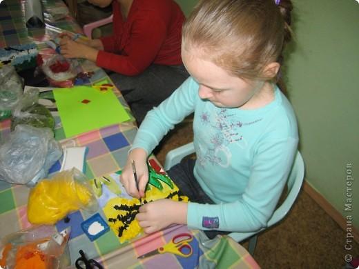 Мы с ребятами с удовольствием приняли приглашение принять участие в Городской Выставке Детского Творчества. Немного подумав, решили сделать групповую работу в технике торцевания. Приглашаем Вас посмотреть, как это было... фото 6