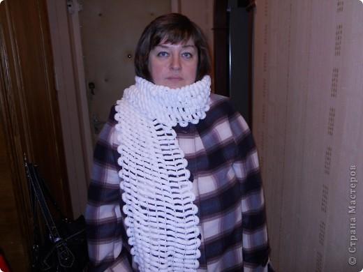 Благодаря чудесному  МК Elena.ost МК Elena.ostродился этот симпатичный шарфик для мамули. Ей очень понравился. Из остатков связала себе тонкий декоративный шарфик. Елена, огромное Вам спасибо, ведь вязать я не умею, а это чудо получилось очень быстро и легко. фото 1