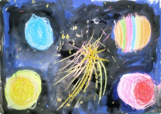 Мы рисуем космос.  Юбилейная дата – 50 лет  Первому полету человека в космос. Восковыми карандашами рисовали планеты, звезды, а потом  рисовали гуашью.  Вот как-то так мы представляем Вселенную…  фото 2