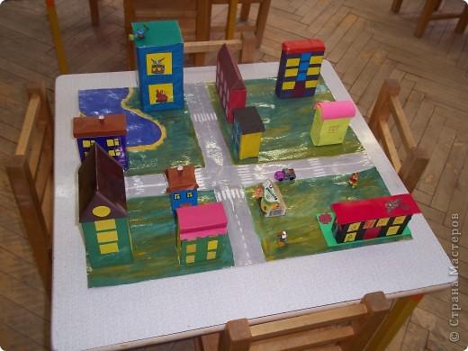 Вот такой маленький город мы сделали вместе с ребятами  4,5 лет.  фото 2