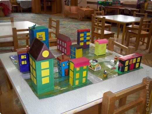 Вот такой маленький город мы сделали вместе с ребятами  4,5 лет.  фото 1