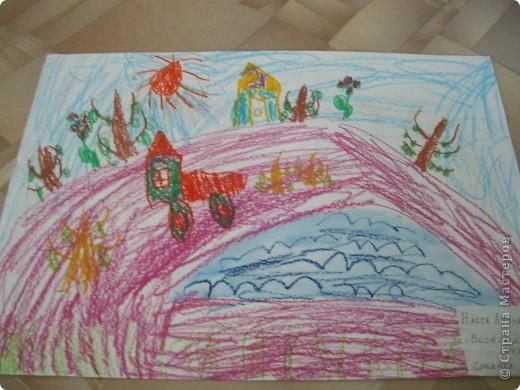 Наконец-то дошли руки разобрать Настины рисунки из детского сада. Эти фотмата А-2. Это любимая игрушка - Жирафик. 4 года. фото 13