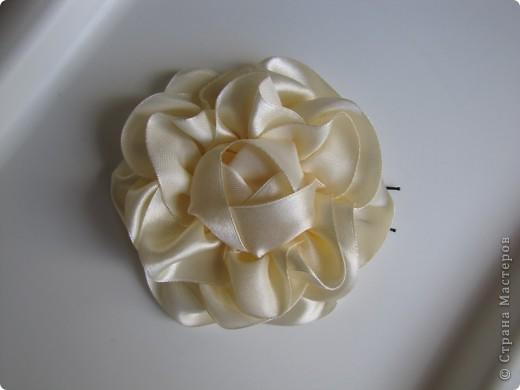 Цветы из лент (на голову, шею, руку) фото 3