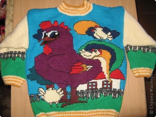 """Этот свитер был связан давно для старшей дочери. Схема взята из журнала """"Веселые петельки"""" №2 2003 года. фото 1"""