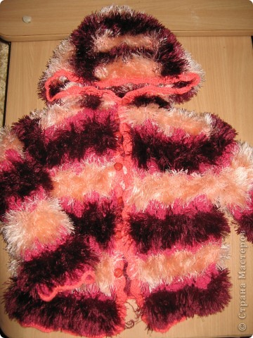 """Этот свитер был связан давно для старшей дочери. Схема взята из журнала """"Веселые петельки"""" №2 2003 года. фото 2"""