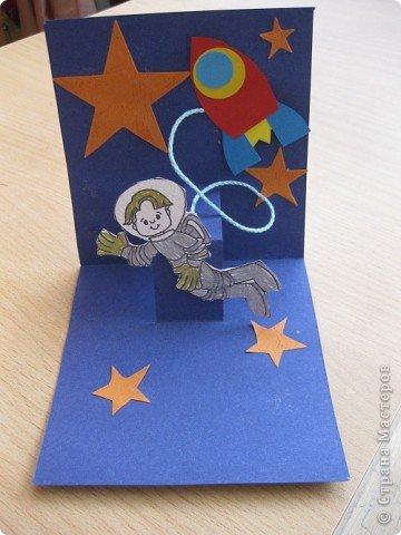 Сегодня наше занятие совпало с Днем космонавтики и мы решили сделать открытку. Для обложки я распечатала картинку с открытки 1964 года художника Анискина фото 5