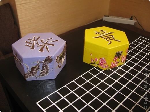 Шкатулки для игры в ГО и фишки для нее же фото 1