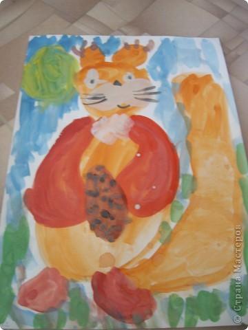 Наконец-то дошли руки разобрать Настины рисунки из детского сада. Эти фотмата А-2. Это любимая игрушка - Жирафик. 4 года. фото 2