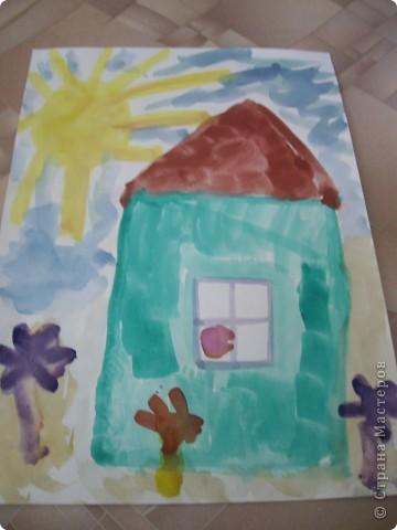 Наконец-то дошли руки разобрать Настины рисунки из детского сада. Эти фотмата А-2. Это любимая игрушка - Жирафик. 4 года. фото 3