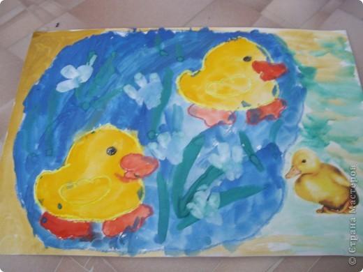 Наконец-то дошли руки разобрать Настины рисунки из детского сада. Эти фотмата А-2. Это любимая игрушка - Жирафик. 4 года. фото 4
