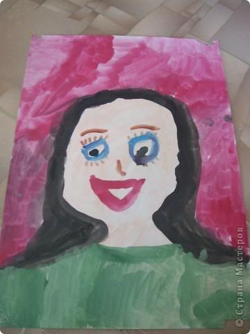 Наконец-то дошли руки разобрать Настины рисунки из детского сада. Эти фотмата А-2. Это любимая игрушка - Жирафик. 4 года. фото 5