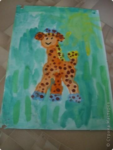 Наконец-то дошли руки разобрать Настины рисунки из детского сада. Эти фотмата А-2. Это любимая игрушка - Жирафик. 4 года. фото 1