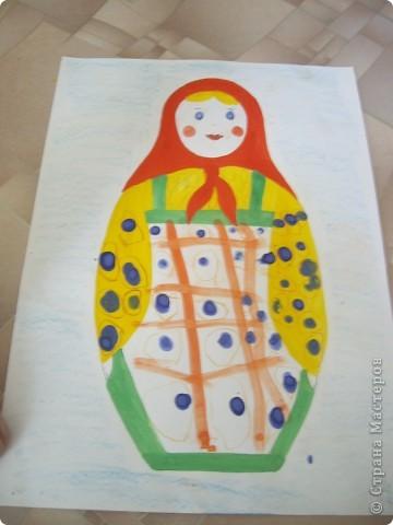 Наконец-то дошли руки разобрать Настины рисунки из детского сада. Эти фотмата А-2. Это любимая игрушка - Жирафик. 4 года. фото 6