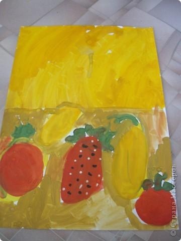 Наконец-то дошли руки разобрать Настины рисунки из детского сада. Эти фотмата А-2. Это любимая игрушка - Жирафик. 4 года. фото 7