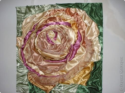 достался в подарок целый мешок обрезков атласной ткани.Вот, что получилось(ткань приклеенна на клей титан)Размер1.5 на 1.5м фото 2