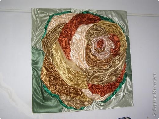 достался в подарок целый мешок обрезков атласной ткани.Вот, что получилось(ткань приклеенна на клей титан)Размер1.5 на 1.5м фото 1