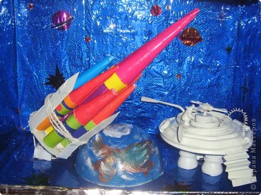 вот такой космос мы сделали с нашими детьми ко дню космонавтики в саду фото 1