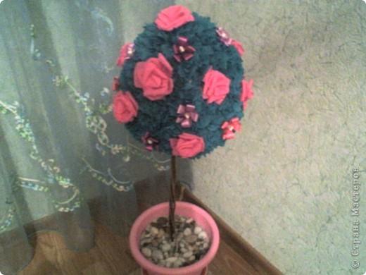 Дерево счастья цветы из гофрированной бумаги и  атласных лент. фото 1