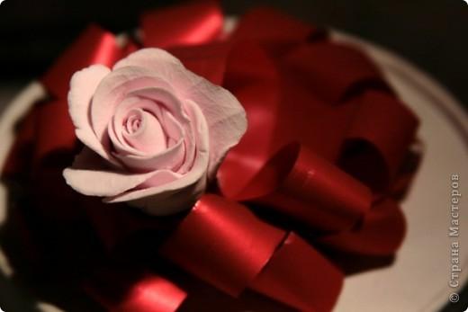 розочка из само отвердевающей глины,  как элемент декора коробочки  Rafaello :) фото 2