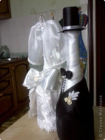 Шампанское и два фужера для жениха и невесты (их они бить не собираются  для битья я сделала другие попроще) будут стоять на столе весь вечер фото 3