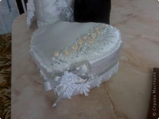 Шампанское и два фужера для жениха и невесты (их они бить не собираются  для битья я сделала другие попроще) будут стоять на столе весь вечер фото 7