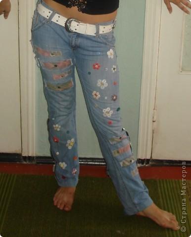 вставки из материала,пуговицы,молнии старые,пояс от старых джинсов,нитки и т.д.,то что вам казалось бы не нужно,может пригодиться фото 1