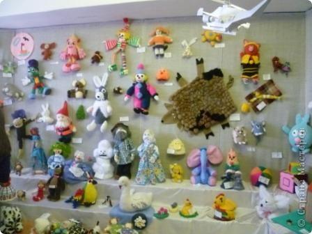 Азамат со своим вязаным мячом на выставке игрушек фото 15