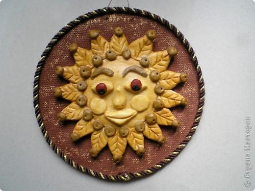 Лепила солнышко...Получилась какая-то шаманская маска :-) фото 1