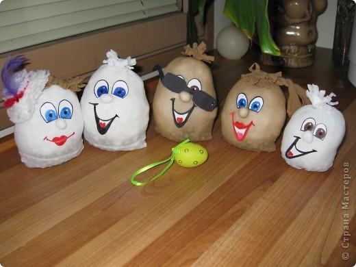 вот такое семейство яиц из карпроновых носков  получилось... спасибо angellira за вдохновение! фото 1