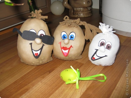вот такое семейство яиц из карпроновых носков  получилось... спасибо angellira за вдохновение! фото 3