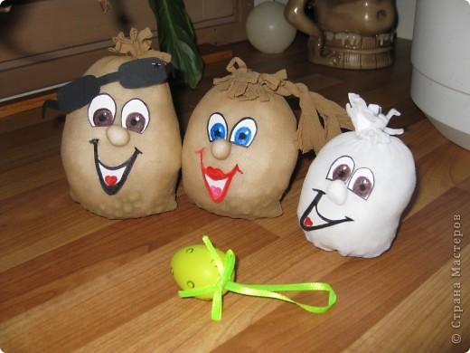 вот такое семейство яиц из карпроновых носков  получилось... спасибо angellira за вдохновение! фото 4
