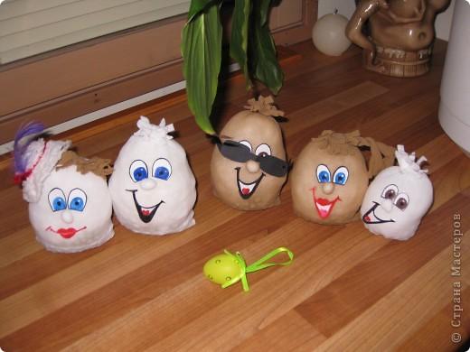 вот такое семейство яиц из карпроновых носков  получилось... спасибо angellira за вдохновение! фото 5