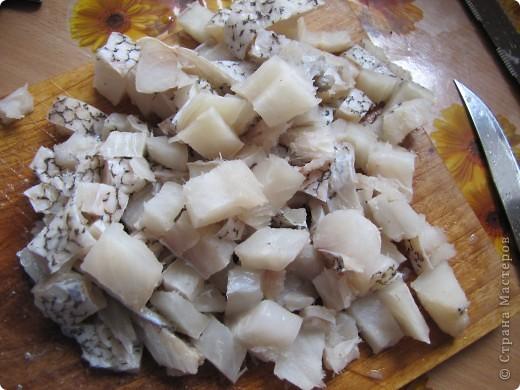 Гренадёр практически не имеет специфического рыбного запаха, он относится к маложирным и низкобелковым рыбам. В его мясе достаточно большое содержание воды, поэтому его мясо очень нежное, но слабое. Готовить гренадёра нужно, не размораживая окончательно. Из гренадёра получаются очень вкусные супы, рубленые изделия, заливные блюда, а также его можно жарить и тушить. Печень и икра гренадёра считается деликатесам.    Эта рыба по своим вкусовым качествам во многом превосходит атлантическую треску.    Необходимо помнить о том, что вся морская рыба чрезвычайно полезна для нашего организма. В рыбе содержится большое количество витаминов, минералов и микроэлементов. К тому же содержащийся в рыбе йод жизненно необходим всем людям, особенно детям и старшему поколению. В мясе рыбе содержится фосфор и кальций, так полезные для формирования всей костно-мышечной системы. фото 7