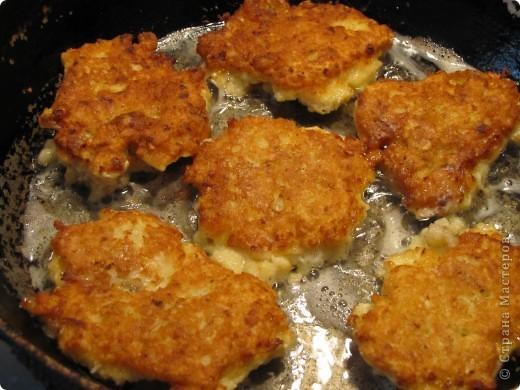 Гренадёр практически не имеет специфического рыбного запаха, он относится к маложирным и низкобелковым рыбам. В его мясе достаточно большое содержание воды, поэтому его мясо очень нежное, но слабое. Готовить гренадёра нужно, не размораживая окончательно. Из гренадёра получаются очень вкусные супы, рубленые изделия, заливные блюда, а также его можно жарить и тушить. Печень и икра гренадёра считается деликатесам.    Эта рыба по своим вкусовым качествам во многом превосходит атлантическую треску.    Необходимо помнить о том, что вся морская рыба чрезвычайно полезна для нашего организма. В рыбе содержится большое количество витаминов, минералов и микроэлементов. К тому же содержащийся в рыбе йод жизненно необходим всем людям, особенно детям и старшему поколению. В мясе рыбе содержится фосфор и кальций, так полезные для формирования всей костно-мышечной системы. фото 12