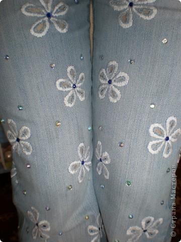 вставки из материала,пуговицы,молнии старые,пояс от старых джинсов,нитки и т.д.,то что вам казалось бы не нужно,может пригодиться фото 3