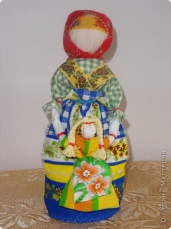 Спасибо мастерицам страны! Изучала куклы и на сайте страны и на сайте Народная кукла. Училась и работала с детьми. Работали втроем с девочками. Я предложила идею кукол, материал, подобрала ткань, а исполнители - мои ученицы Марина и Алиса. Фотки добавлю. фото 4